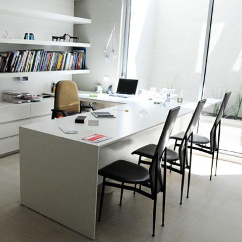 שולחן עבודה במשרד