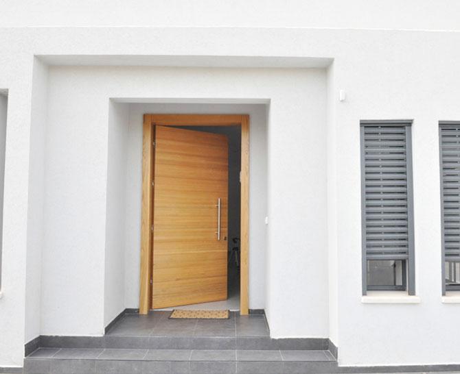 דלת חיצונית 10