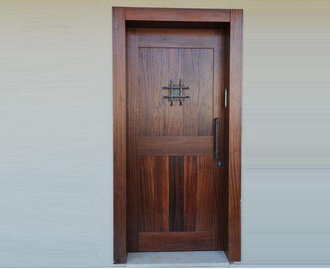 דלת חיצונית 12
