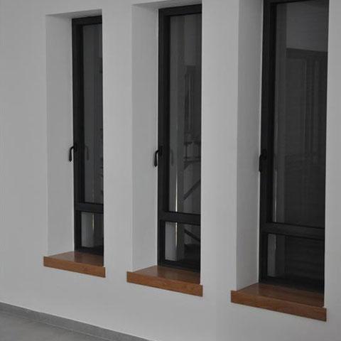 חלונות עם אדנים