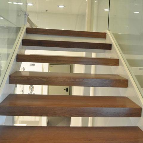 דוגמה למעקות ומדרגות